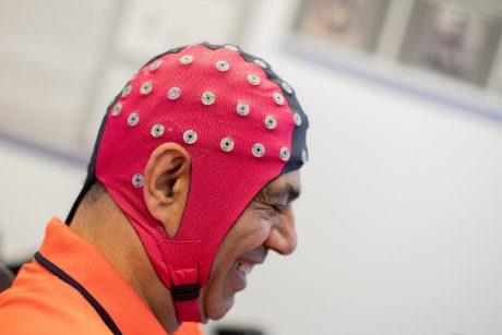 واسط های مغز و کامپیوتری در ابتدا برای اهداف کمکی استفاده می شود ولی این احتمال وجود دارد که نسخه های مصرف کننده عمومی بیشتردر دسترس قرار بگیرند. عکاس: رالف ونربند