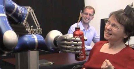 کنترل بازوی مصنوعی توسط bci